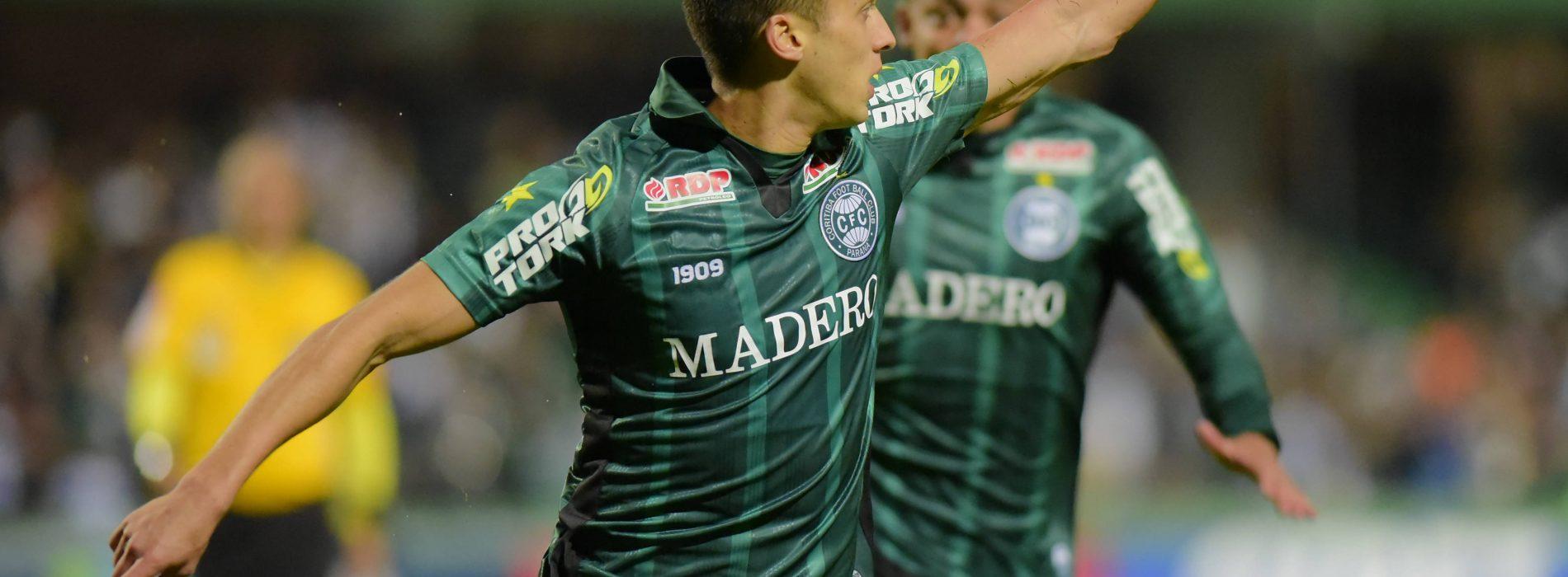 Clubes brasileiros optam por marcas próprias de material esportivo